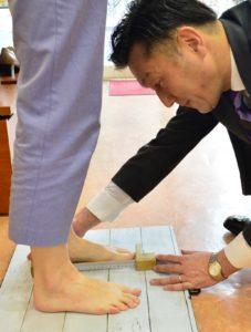 プロシューフィッターが足を丁寧に計測し、歩きやすいだけじゃないお洒落な靴をご提案。あなたの行動半径を広げ毎日を楽しくします。